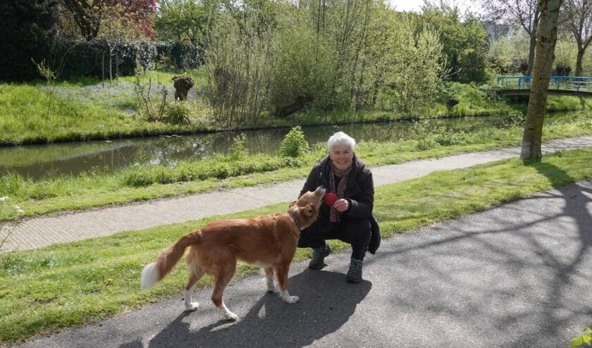 <p>Gedragscoach Ingrid Bos met haar hond Chica. Een &nbsp;relaxte hond die jouw maatje is, daar zijn haar trainingen op gericht.</p>