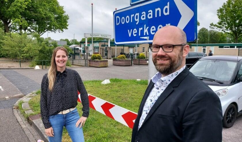 <p>Vertrekkende gemeenteraadslid Jannine van Woerden en haar opvolger Eelke Kingma bij ChristenUnie Elburg.</p>
