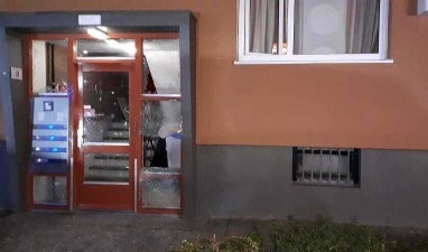 <p><em>De schade na de explosie bij het portiek aan de Forelstraat in Rotterdam-Hoogvliet.</em>&nbsp;</p>