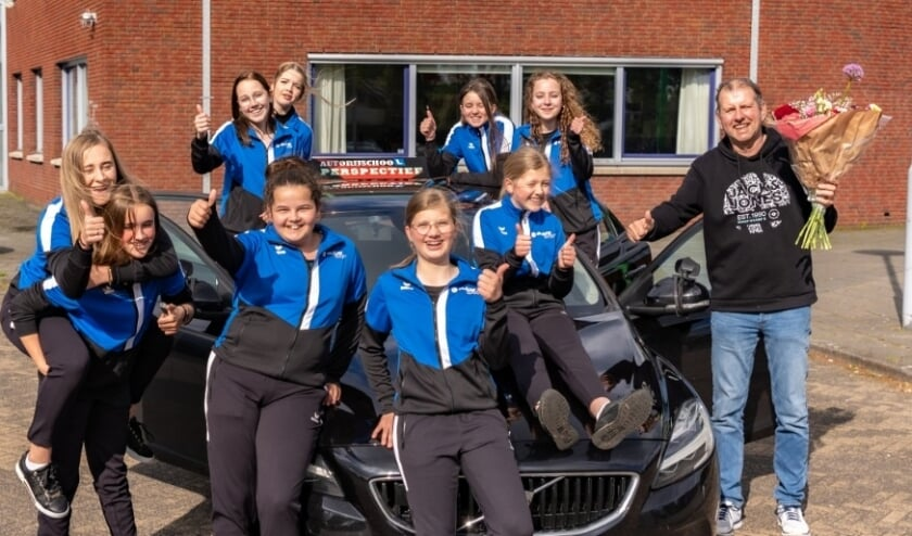 <p>Autorijschool Perspectief steekt Meisjes C in nieuwe trainingspakken</p>
