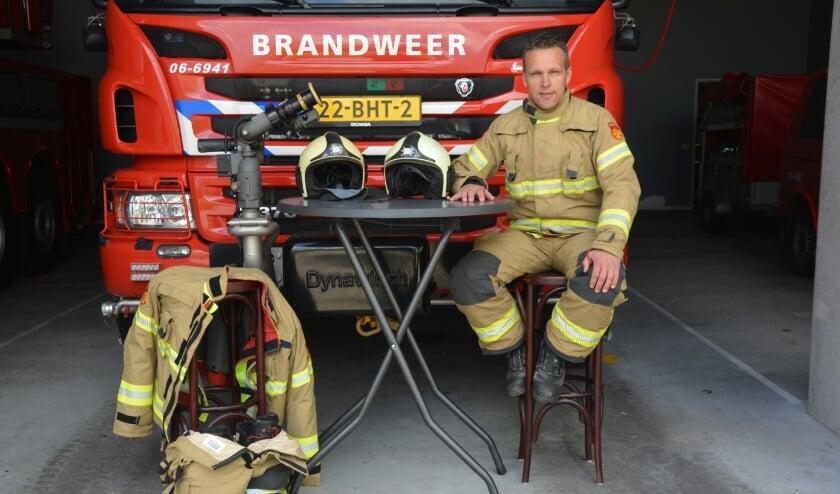 <p>Commandant Arjan Bruijnes heeft al een stoel klaar staan voor een fictieve kandidaat. Maar het liefst begroet hij na het speeddaten minstens twee nieuwe mensen.</p>