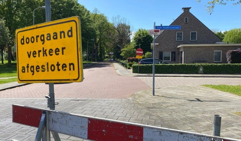 <p>Hoewel duidelijk is aangegeven dat de Drostlaan eenrichtingsweg is, rijden er regelmatig auto&#39;s de straat in.</p>