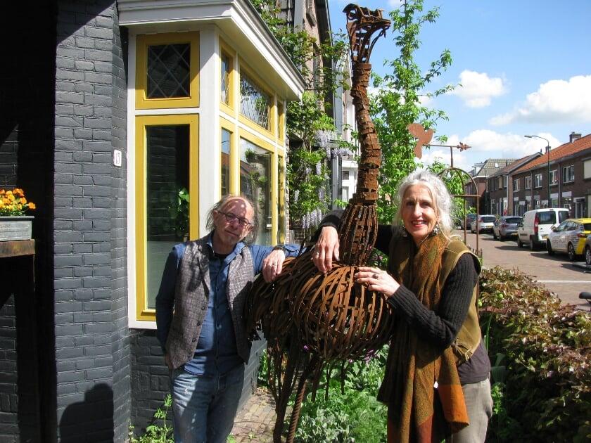 <p>Suzanne Visscher (64) en Pieter van Slooten (71) van atelier Puur en Stoer aan de Gortstraat willen graag weer exposities houden.</p>