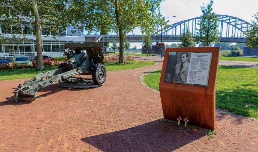 <p>Gedenkplaats Slag om Arnhem in het Jacob Groenewoudplantsoen in Arnhem.</p>