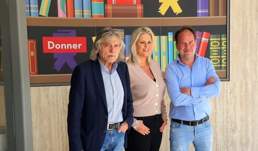 <p>Johan Derksen, samen met de auteurs van zijn biografie: DERKSEN, Antoinette Scheulderman en Michel van Egmond.</p>