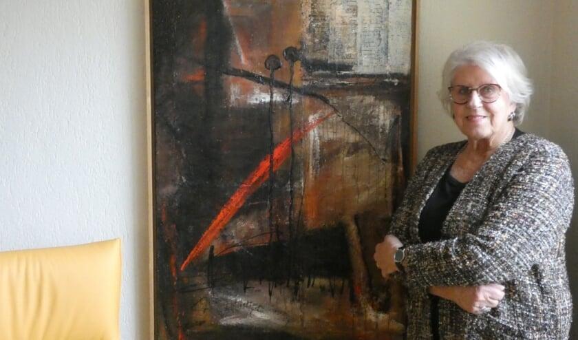 Rina van Kilsdonk met een van haar werken (Foto: Adriënne Nijssen)