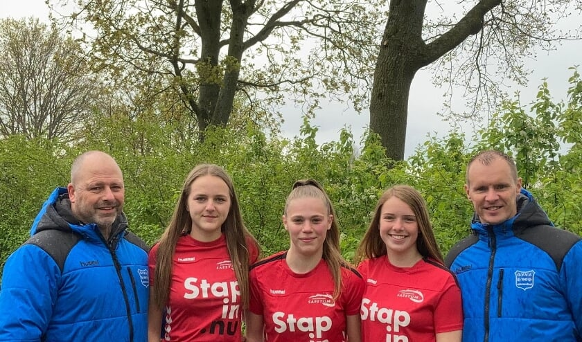 <p>Van links naar rechts Marco Wiedeman, Femke Wiedeman, Nadine Blankenstijn, Danique Prins en Ivo Prins</p>