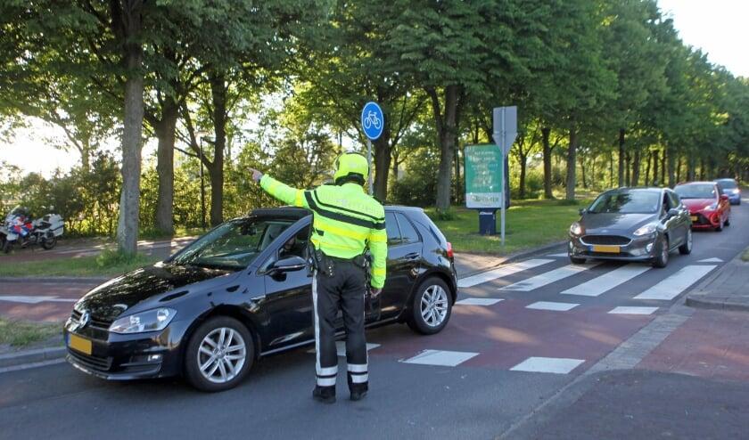 <p>De politie voert regelmatig snelheidscontroles uit, zoals hier op de Schaapweg. controle Schaapweg Rijswijk</p>
