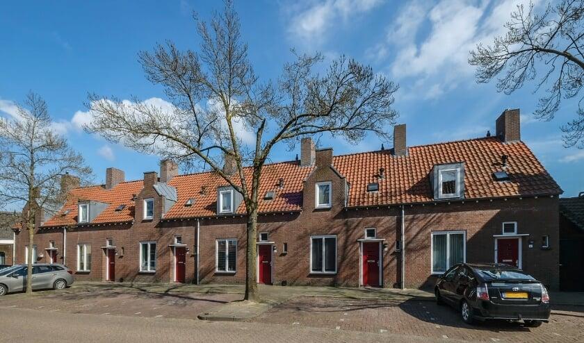<p>Dit fraai rijtje van zes woningen werd in 1950 gebouwd in opdracht van Publieke Werken naar een ontwerp van Jos. Schijvens.</p>