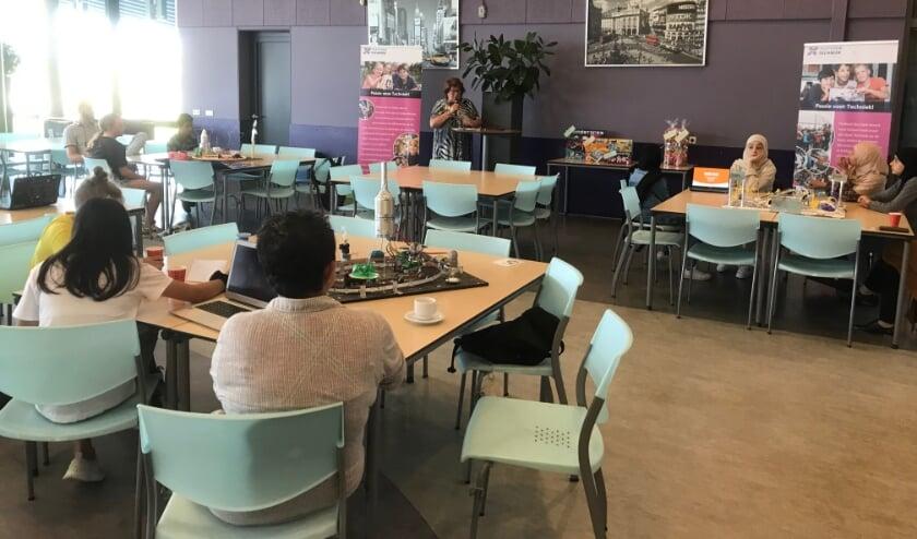 <p>De voorronde van de 'Kunstwedstrijd vol techniek' vond plaats in de aula van het Nuborgh College Oostenlicht.</p>