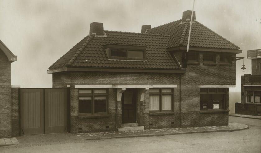 <p>Het pand op deze foto uit 1928 bestaat nog steeds en stond bekend als het &#39;Gasgebouw&#39;.&nbsp;</p>