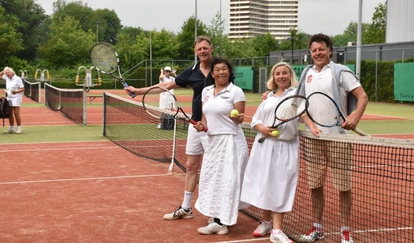 Lange rokken op de tennisbaan, net als een eeuw geleden.