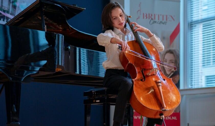 <p>Valentijn Jeukendrup (Velp, 12 jaar) wint 1e prijs Britten Celloconcours (II)&nbsp;</p>