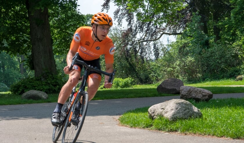 <p>Matthijs Drenth is in het paracycling op weg naar de top. Op het EK werd hij twee keer vijfde</p>