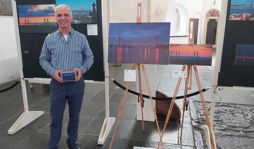 <p>Ruud Schobbers is de winnaar van de fotowedstrijd. Zijn foto van de jarige Martinus Nijhoffbrug bracht de jury het meest in vervoering.</p>