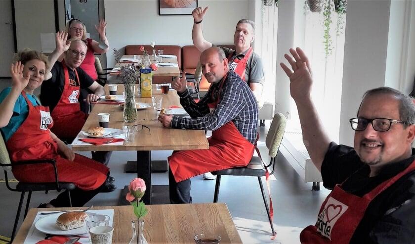 <p>Het team van Resto VanHarte Leidsche Rijn kijkt uit naar weer écht samen eten. Reserveren: https://reserveren.restovanharte.nl of bel 0900 900 3030. Eigen foto</p>