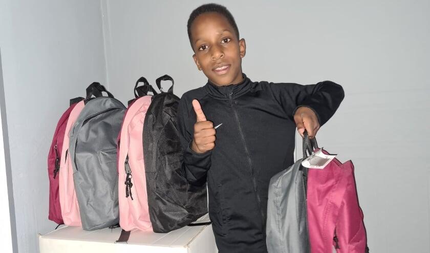 <p>De tienjarige Jurrello wil kinderen in Suriname helpen aan betere schoolspullen.&nbsp;</p>