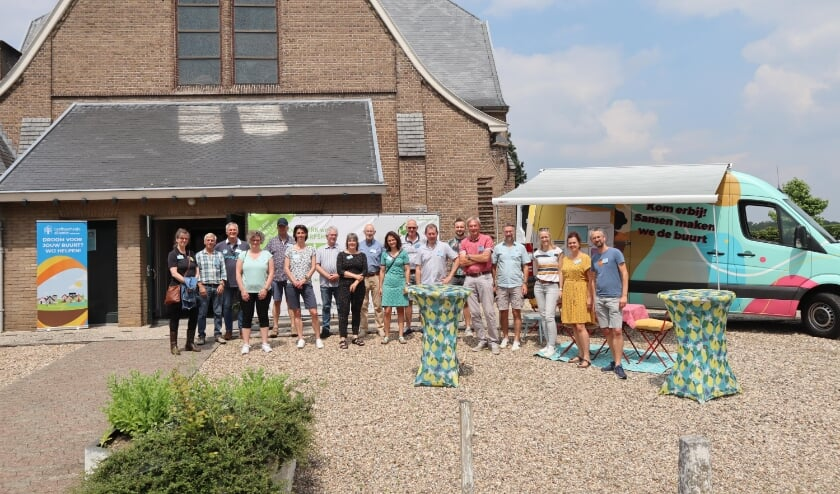 <p>Alle vrijwilligers bij de start van de infomiddag die afgelopen zaterdag werd gehouden in Stokkum.</p>