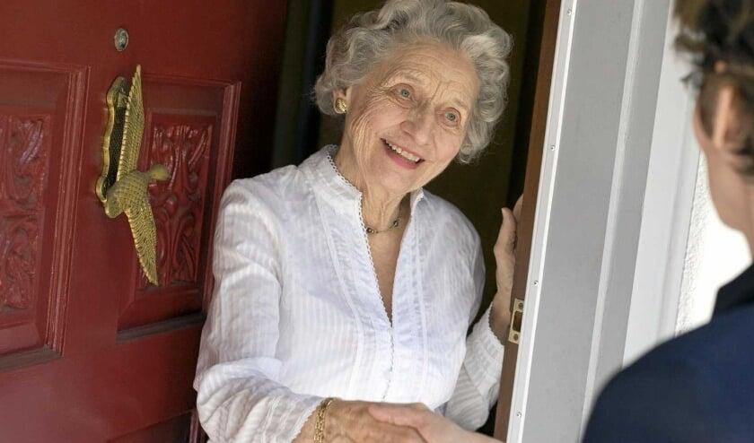 <p>Vanaf half juni start Ouderenwerk van SWA samen met 16 getrainde vrijwilligers weer met persoonlijke huisbezoeken aan Albrandswaardse senioren van 75 jaar en ouder</p><p><br></p>