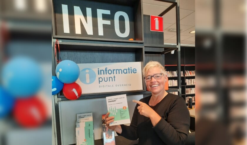 Speciaal opgeleide Bibliotheekmedewerker staat inwoners te woord bij het Informatiepunt Digitale Overheid