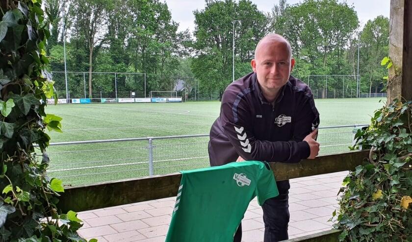 <p>Marcel van Maanen stopt, met pijn in zijn hart, met zijn voetbalschool.</p>
