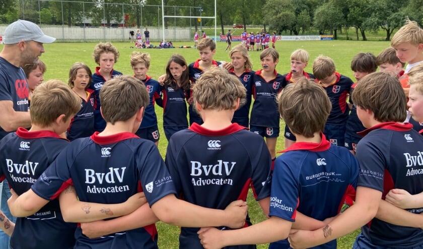 <p>Teamoverleg bij de U12 rugbyers van Stichtsche.</p>