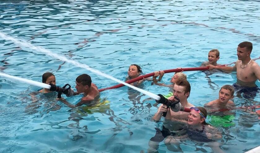 <p>Het Knopenbad viert zestig jaar zwemmen.</p>