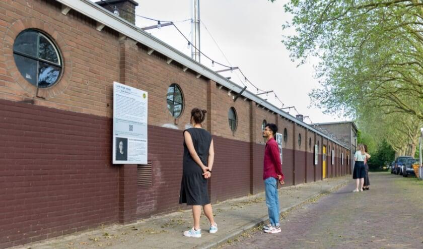 <p>Expositie Outside the Box aan muur Gelderlandfabriek.</p>
