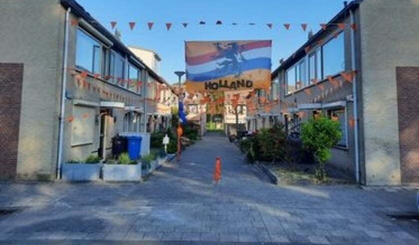 <p>De Nolle in Hoogvliet kleurt oranje.</p>