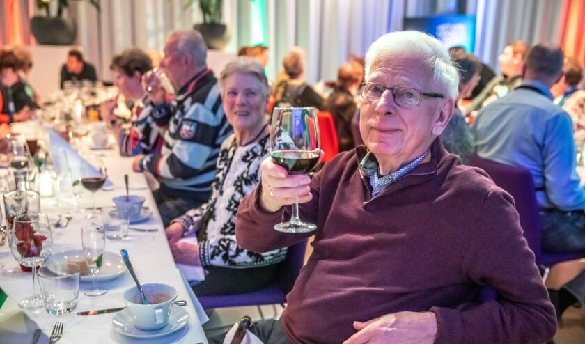 <p>Sinds 2018 organiseert de Dimence Group op kerstavond een diner in het PEC stadion voor ouderen.</p>