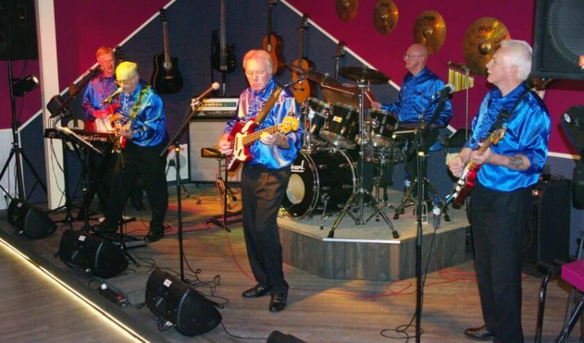 <p>The Main Team is er weer klaar voor, zij treden op 23 juni op in Partycentrum Flamingo in Hoogvliet</p>