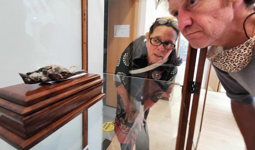 <p>Eveline en Marcel hebben wat meer vrede met zijn dood nu ze hun huismusje mooi tentoongesteld in het museum kunnen zien liggen. </p>