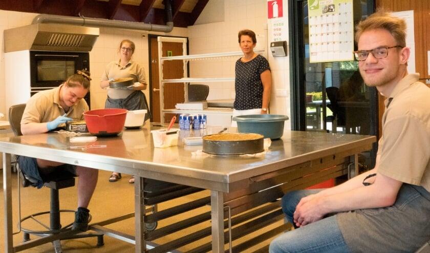 <p>Bij De Harmonika maken ze de lekkerste taart van Zaltbommel, en misschien wel van de hele Bommelerwaard. Alle bakkers daar zijn maar wat trots op hun producten!</p>