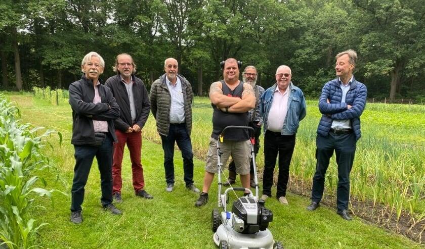 <p>De Grin maaier werd feestelijk overhandigd door Otto Dieleman van Rotary Eindhoven Centrum aan het bestuur en de vrijwilligers van Stadsakkers Eindhoven.&nbsp;</p>