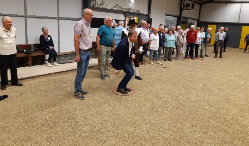 <p>Burgemeester Gert-Jan Kats gooide ook eens een balletje!</p>