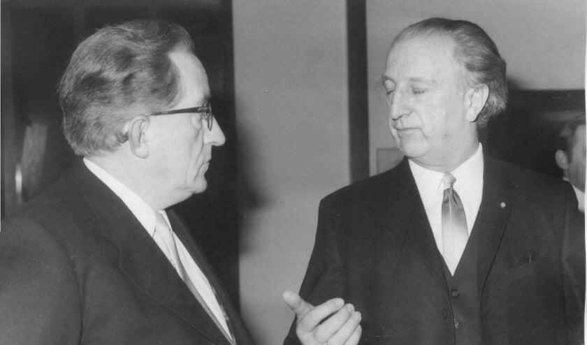 <p>Zijn er nu vijf wethouders nodig, in 1972 was twee voldoende: Jaap vd Zande (CHU-AR) en Jaap Hiddink (GB).</p>