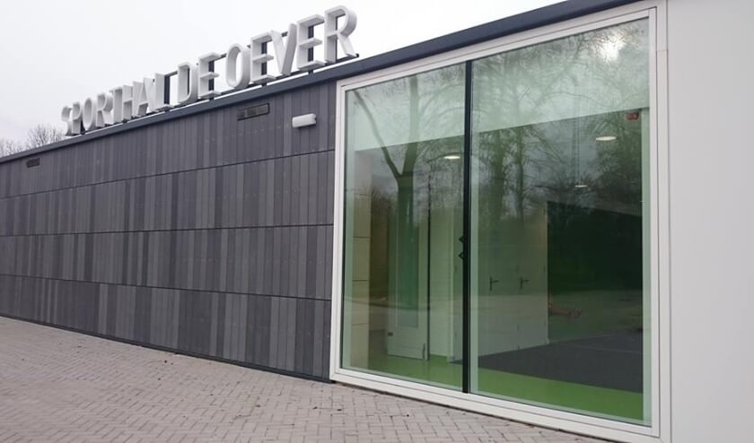<p>Sporthal De Oever aan de Zomerdijk is drie maanden lang op vrijdagen een vaccinatielocatie.</p>