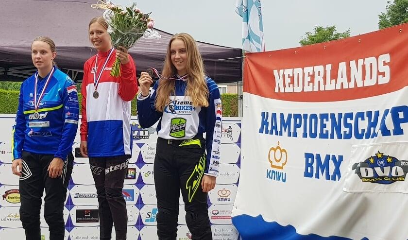 <p>Celia &nbsp;Visch, hier op het ereschavot van het NK, neemt op zaterdag 10 en zondag 11 juli deel aan de Europees Kampioenschap BMX in Zolderm(België).&nbsp;</p>