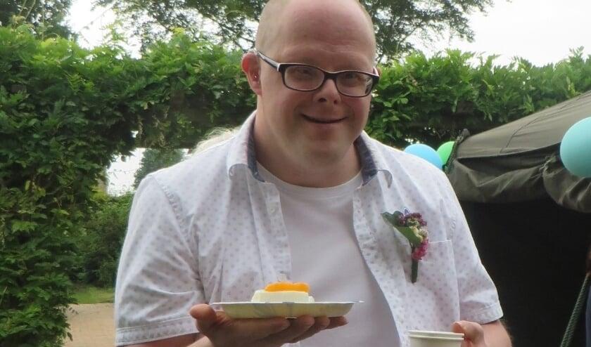 <p>Het twintigjarig jubileum van Woongroep Pannerden werd uiteraard gevierd met een lekker gebakje.</p>