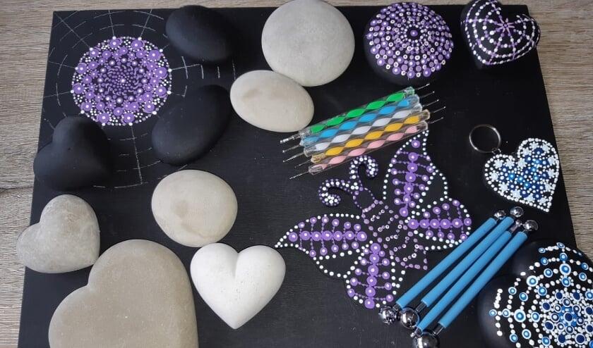 <p>De workshop Stippen op stenen en porseleinen wordt diverse keren gehouden in Zevenaar, Duiven en Westervoort.</p>