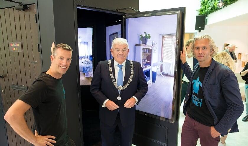 <p>Burgemeester Jan van Zanen van Den Haag verrichtte de opening van de nieuwe installatie van Hack The Planet die erop is gericht om de samenhang in de wijk te verbeteren.&nbsp;</p>