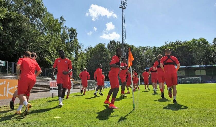 <p>Onder stralende omstandigheden bereid KV Kortrijk zich op &#39;De Berg&#39; voor op het nieuwe seizoen.</p>