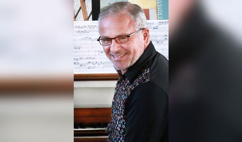 <p>De bekende Nederlands-Italiaanse organist Matteo Imbruno geeft op vrijdag 30 juli een orgelconcert in de Basiliek van Hulst.</p>