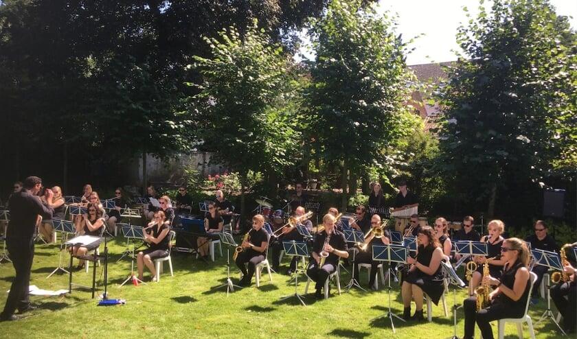 <p>Eindelijk mochten de muzikanten van The Young Ones weer: het orkest gaf afgelopen zondagmiddag een concert in Hulst.</p>