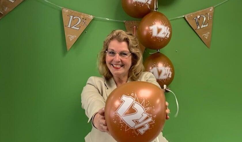 <p>Brigit Tetteroo nam 12,5 jaar geleden het roer over bij Versluijs Makelaardij in Oostburg.</p>