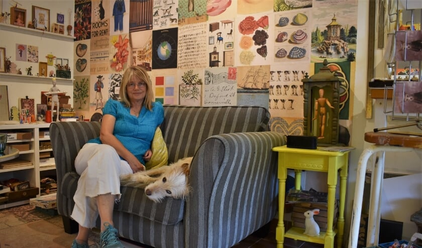 <p>Anneke Harmsen in Oma&#39;s Postkantoortje: &#39;Ik doe iets waar ik blij van word, ik doe niemand kwaad en ik inspireer anderen.&#39;</p>