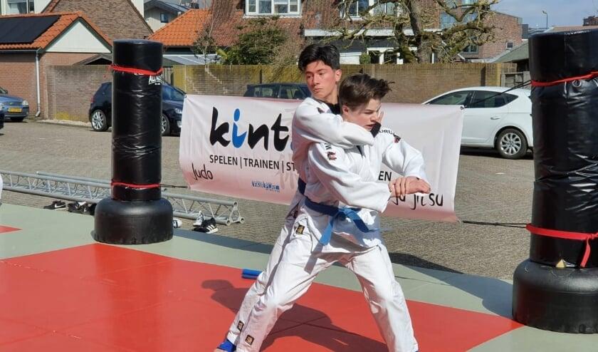 <p>Damien van Dam (links) en Luca Ruijs maken grote stappen in hun topsportcarri&egrave;re.</p>