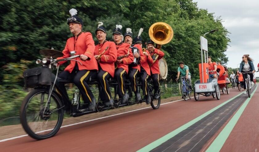 <p>De fietskaravaan fietste vanuit Waalwijk via Loon op Zand naar Tilburg.</p>