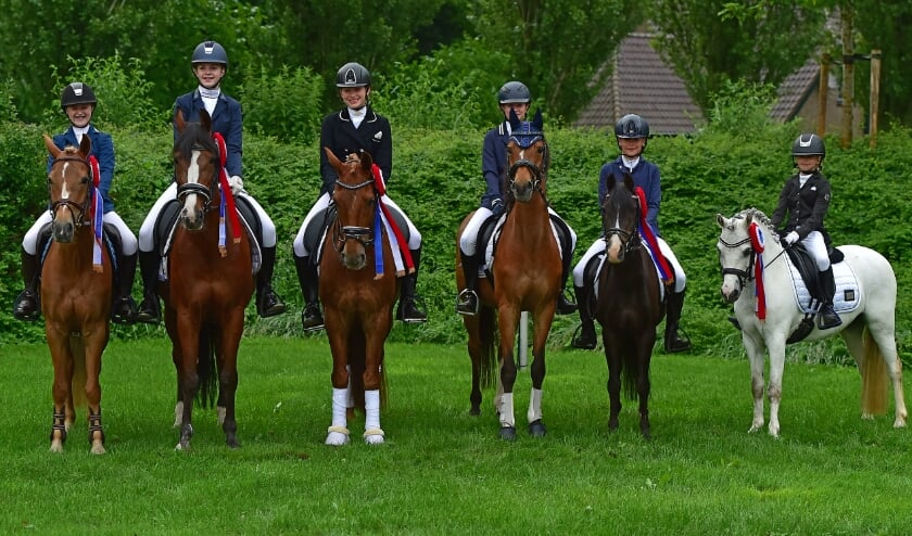 <p>De zes Kringkampioenen.</p>