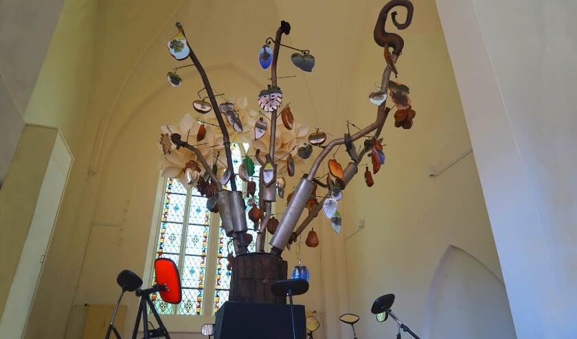 De Stikstofboom met 100 foto's aan 8 uitlaatpijpen